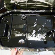 BMW 320d 2009 stará olejová vaňa s integrovaným filtrom na automatickú prevodovku