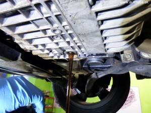 mercedes benz c 220 1994 - vypúšťanie starého oleja