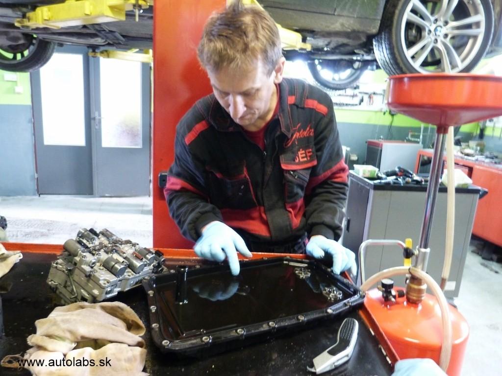 BMW 730d 2009 kontrola olejovej vane pri výmene oleja
