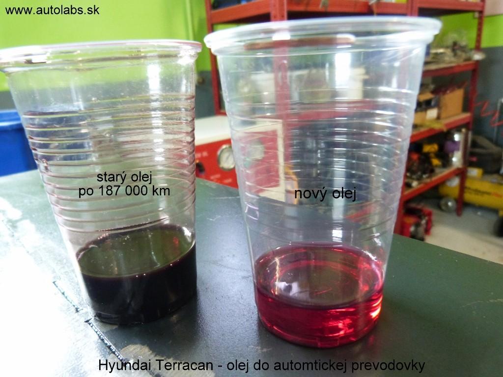 Výmena oleja Hyundai Terracan 2003 porovnanie starého a nového prevodového oleja