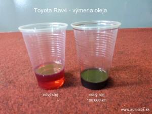 výmena oleja Toyota Rav4 2004 porovnanie starého a nového prevodového oleja