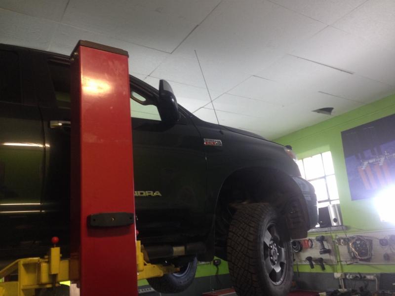 Toyota Tundra V8 iForce výmena oleja v automate.