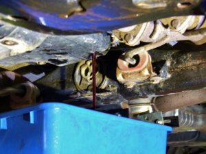 volkswagen touareg 2005 - vypúšťanie starého prevodového oleja